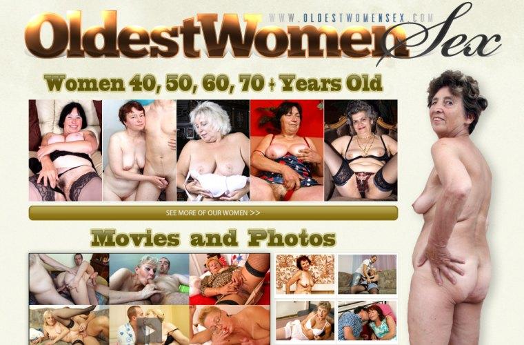 women in sea naked